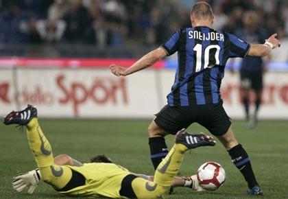 Le gardien de la Lazio Fernando Muslera subtilise... (Photo: Riccardo De Luca, ap)