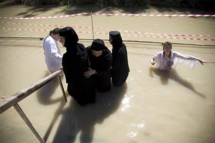 Des milliers de pèlerins orthodoxes s'immergent chaque année... (Photo: archives AP)
