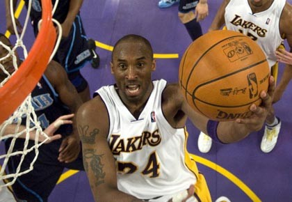 La star des Lakers, Kobe Bryant, a marqué... (Photo: Michael Goulding, reuters)