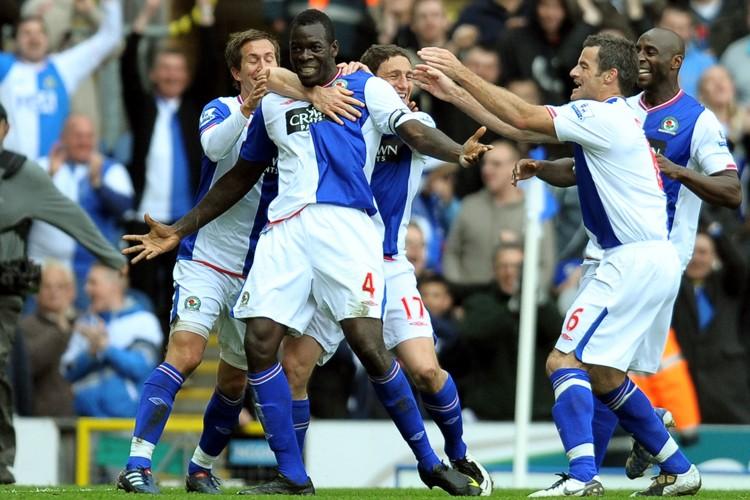 Les joueurs de Blackburn célèbrent après le but... (Photo: AFP)