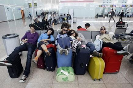 «Des milliers de consommateurs victimes des perturbations aériennes... (Photo: Reuters)