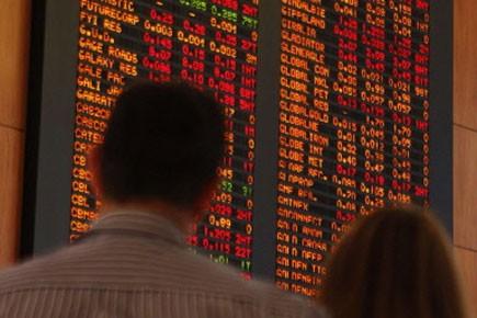 Après avoir ouvert en nette baisse les Bourses... (Photo: Reuters)