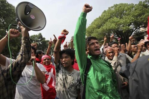 Des maoïstes manifestent au Népal... (Photo: AFP)