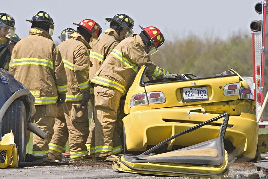 Un accident entre deux voitures a fait deux... (Photo: Patrick Sanfaçon, Archives La Presse)