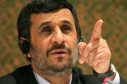 Mahmoud Ahmadinejad accuse les États-Unis d'être des proliférateurs... (Photo: AP)