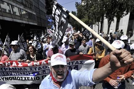 Plusieurs milliers de personnes ont défilé en milieu... (Photo: AFP)