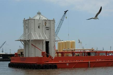 L'énorme silo blanc d'une centaine de tonnes a... (Photo: AFP)