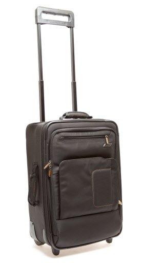 Avec des lignes épurées, un compartiment rembourré pour ordinateur et plusieurs pochettes extérieures à fermetures éclair, cette valise Briggs&Rilley est séduisante. Les gens d'affaires apprécieront la pochette d'ordinateur Speedthru, dans laquelle on peut laisser l'ordinateur pour franchir les postes de sécurité. La poignée et le système de roulettes sont à l'extérieur de la valise, ce qui laisse davantage d'espace à l'intérieur. Seul reproche: son poids de 4 kg (8,8 lb). Dimensions: 50 x 36 x 18 cm. 416,99$, chez Jet-Setter. | 1 mars 2011
