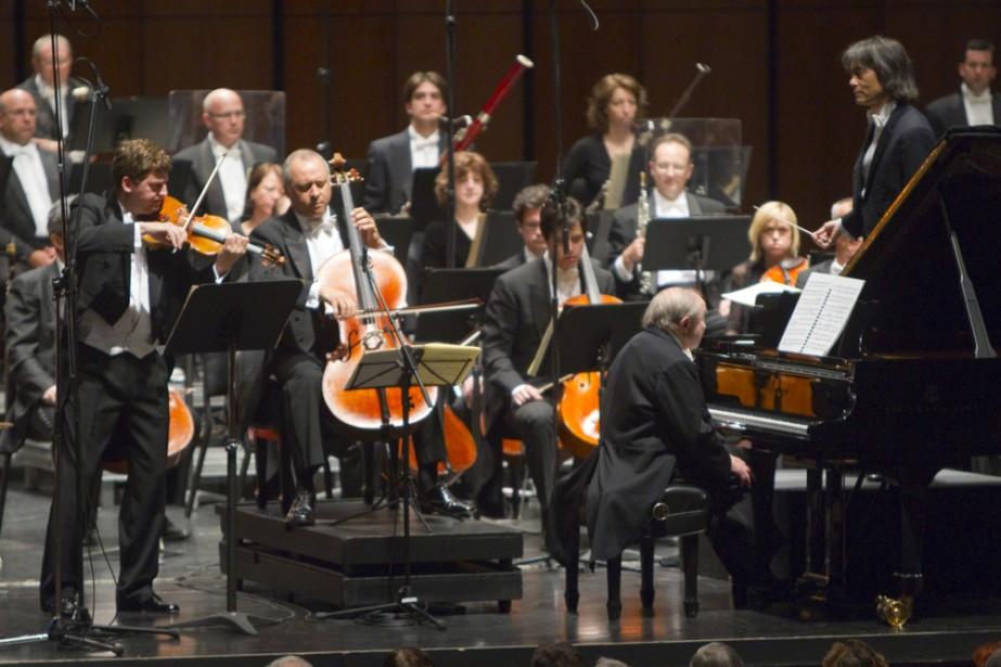 Le légendaire pianiste Menahem Pressler, entouré du violoniste... (Photo: André Pichette, La Presse)