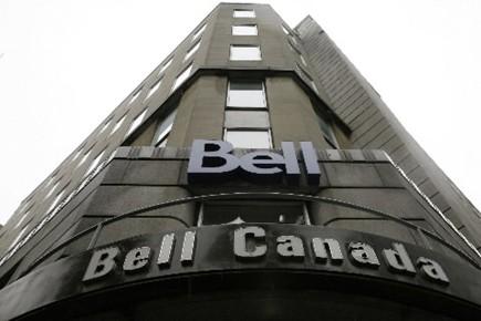 Bell et de Telus doivent offrir une remise... (Photo Reuters)