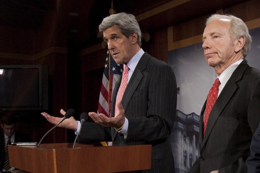 Le démocrate John Kerry et l'indépendant Joe Lieberman... (Photo: Archives AP)