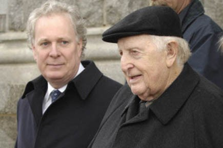 Jean Charest et son père Claude, en 2008.... (Photo d'archives Gesca)