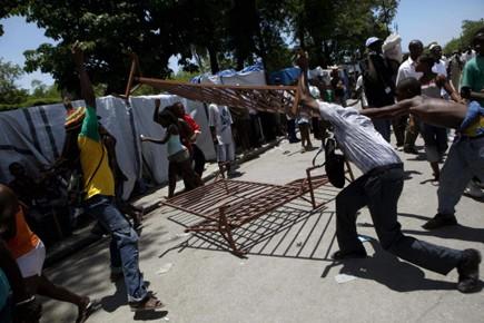 Des milliers d'Haïtiens défilent chaque jour en province... (Photo: AFP)