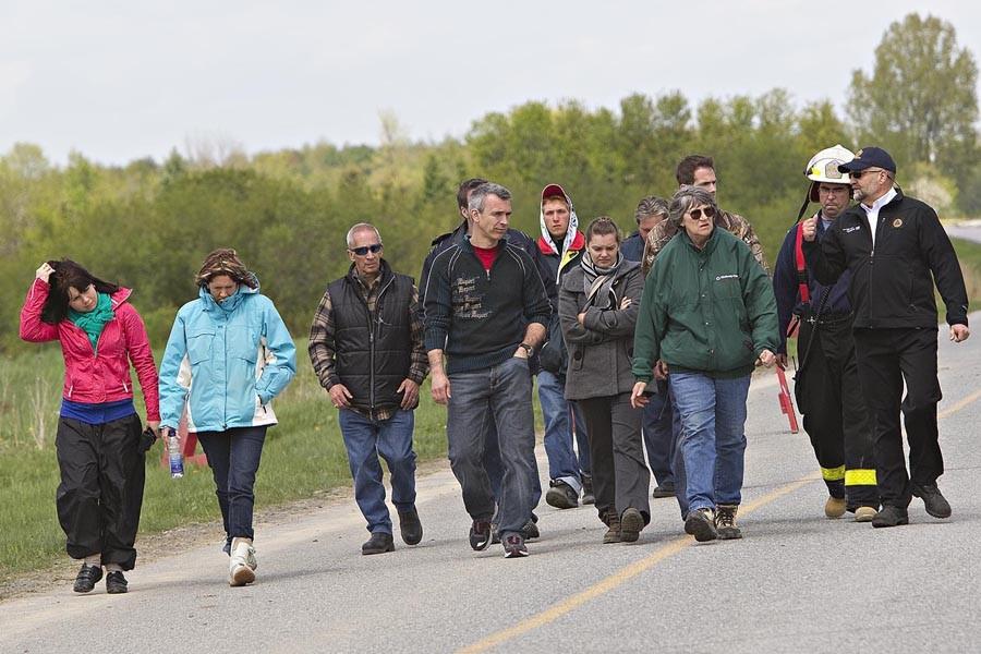 Des proches de la famille disparue ont été... (Photo: Patrick Sanfaçon, La Presse)