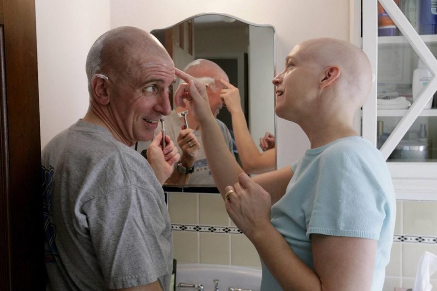 Un homme se rase la tête pour supporter... (Photo: Archives Reuters)