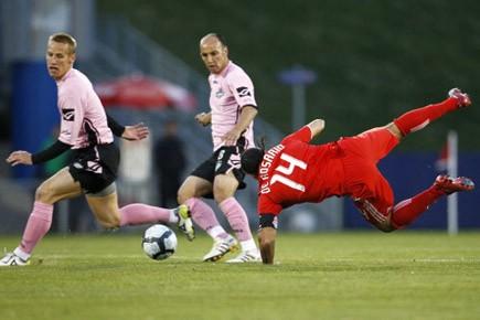 Dwayne De Rosario a été le seul buteur... (Photo: Reuters)