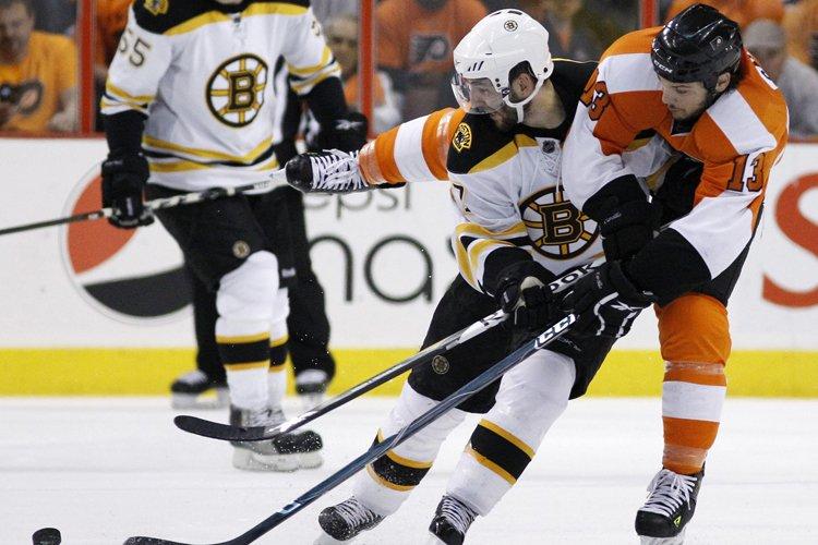 Patrice Bergeron et les Bruins tiennent à empêcher... (Photo: AP)