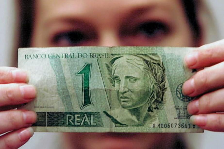 Un billet d'un réal vaut 50 cents canadiens... (Photo: archives Reuters)
