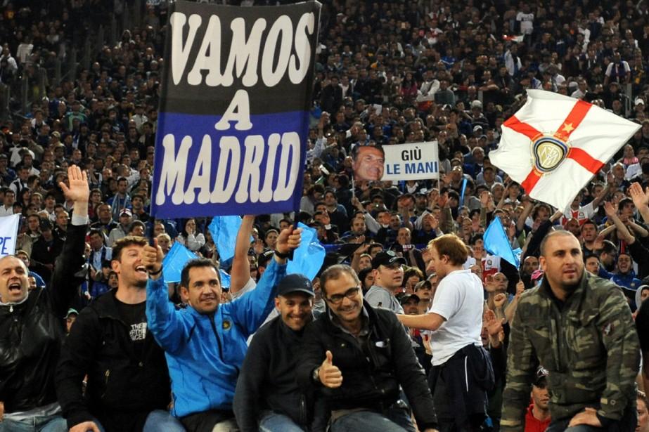 Des centaines de tifosi de l'Inter faisaient déjà la queue... (Photo: AFP)