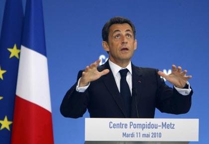La mesure radicale annoncée par le président français... (Photo: Jacques Brinon, AP)