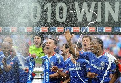 Chelsea a réussi le premier doublé de son... (Photo: AFP)