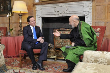 David Cameron rencontre le président afghan Hamid Karzaï,... (Photo AP)