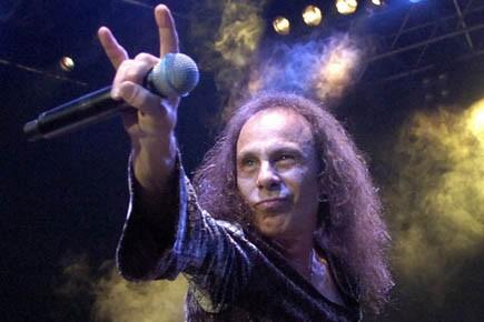 Ronnie James Dio lors d'un festival en Suisse,... (Photo AP)