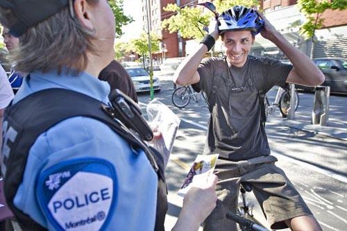 En plus de sensibiliser les cyclistes à rouler... (Photo: Patrick Sanfaçon, La Presse)