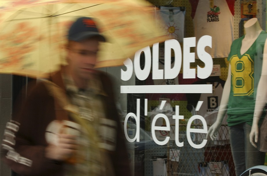 La consommation à crédit est un facteur d'appauvrissement... (PHOTO: PATRICK SANFAÇON, ARCHIVES LA PRESSE)