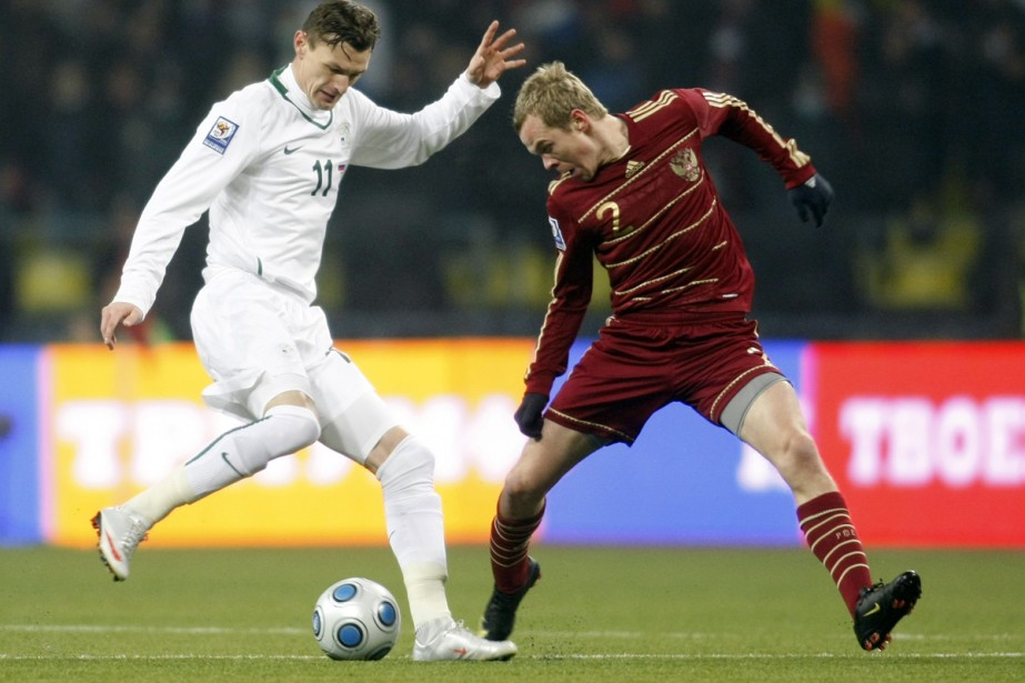 Milivoje Novakovic (à gauche)... (Photo: Reuters)