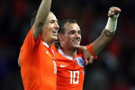 Arjen Robben et Wesley Sneijder, sous le maillot... (Photo: AP)