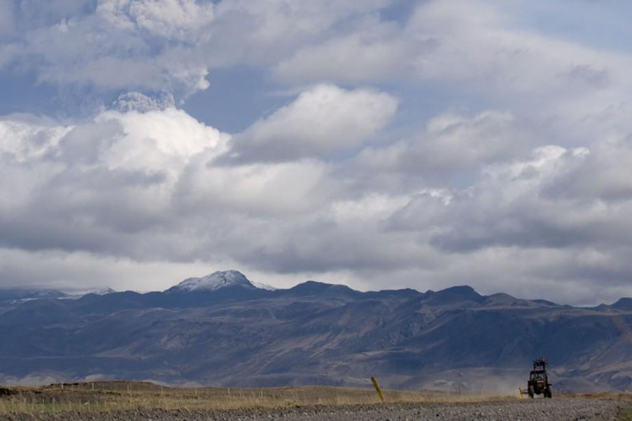 D'épais nuages s'amoncellent dans les environs du volcan... (Photo: AFP)