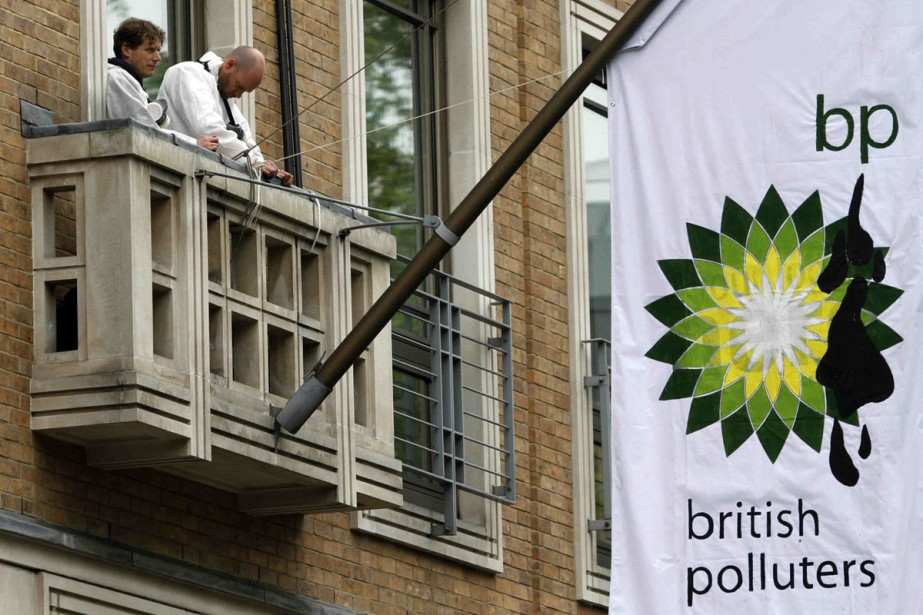 Des militants de l'organisation écologiste Greenpeace ont escaladé... (Photo: AP)