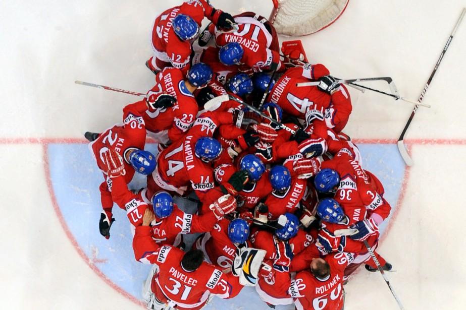 Les joueurs de la République Tchèque célèbrent après... (Photo: AFP)