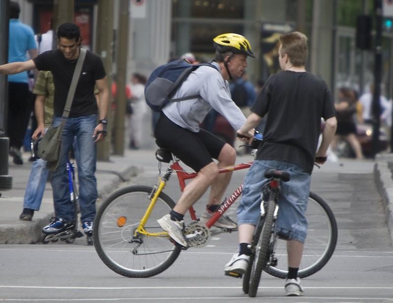 Les cyclistes, particulièrement en ville, sont souvent délinquants.... (PHOTO: ANDRÉ PICHETTE, ARCHIVES LA PRESSE)