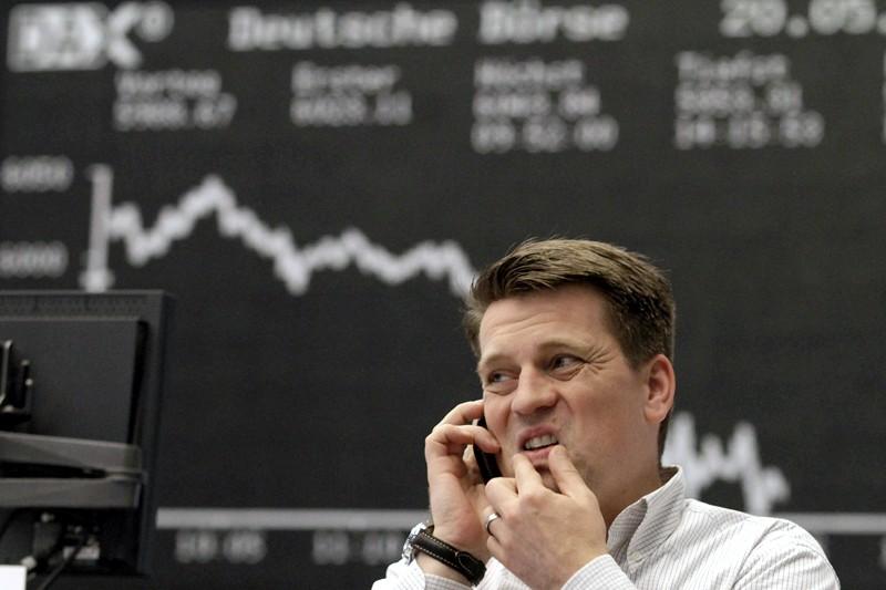 L'opérateur boursier Michael Pansegrau devant un tableau affichant... (Photo AFP)