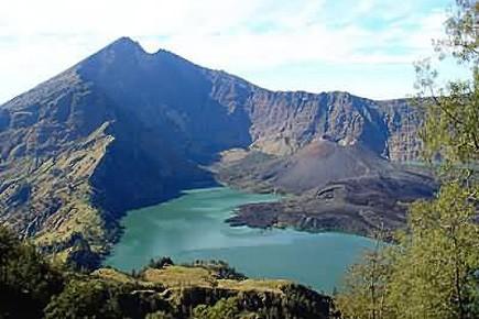 Le mont Baru Jari.... (Photo Discoverindonesia.net)