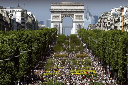 L'avenue des Champs-Elysées transformée en immense jardin.... (Photo AFP)