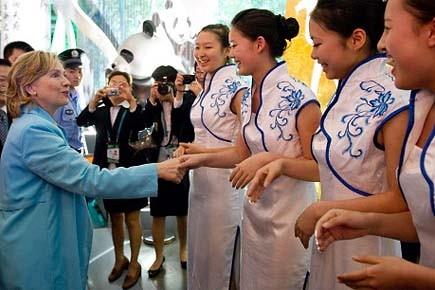 Hillary Clinton a profité de sa mission en... (Photo: AFP)