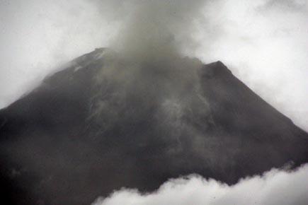 Le Tungurahua... (Photo: Carlos Campana, Reuters)