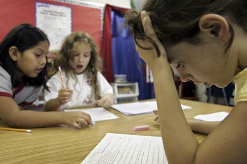 Le transfert des élèves du réseau anglophone non... (Photo: Archives AP)