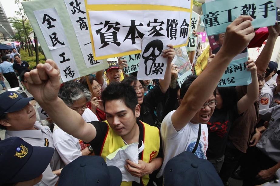 Des défenseurs du droit du travail manifestent à...