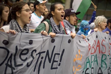 Les manifestants dans les rues du centre-ville de... (Photo: David Boily, La Presse)