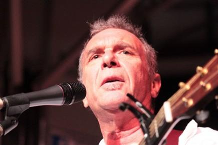 Le chanteur Zachary Richard invite la population à soutenir la... (Photo: AFP)