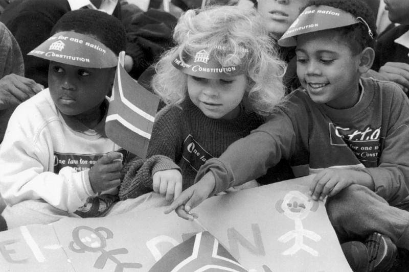 Des enfants participent aux célébrations qui ont suivi... (Photo Reuters)