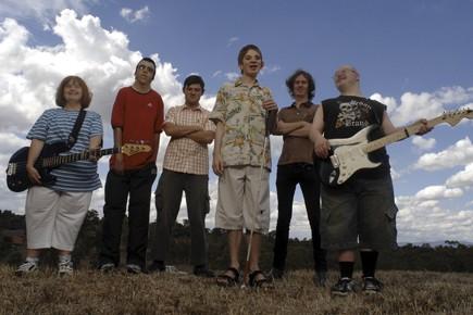 Cinq des six membres de Rudely Interrupted sont... (Photo founrie par DKD)