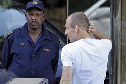 Arjen Robben a été conduit par la police... (Photo: Frank Augstein, AP)