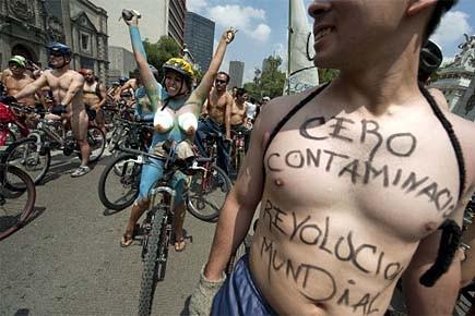 Des cyclistes à Mexico ont protesté contre la... (Photo: AFP)