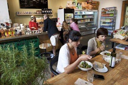 Vic Market est un lieu totalement différent. En... (Photo Robert Skinner, La Presse)
