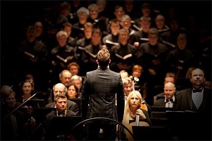 Yannick Nézet-Séguin s'apprêtant à diriger la Symphonie des... (Photo: François Roy, La Presse)
